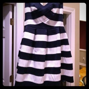 Dresses & Skirts - Gorgeous dress Size Medium